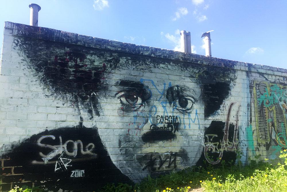 Орловский стрит-арт. Это Майкл Джексон