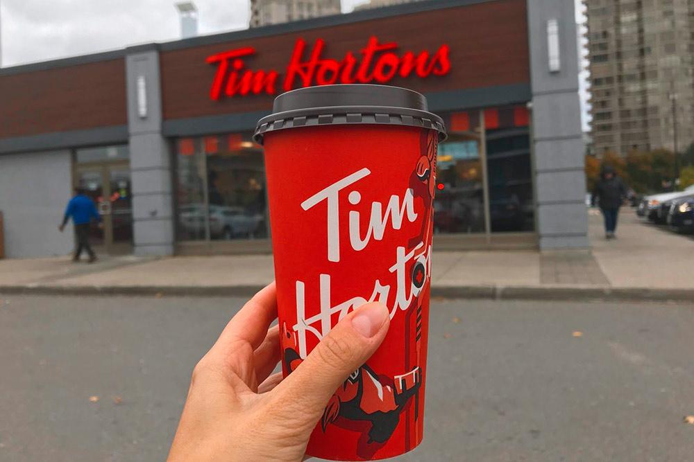 Красный стаканчик «Тим Хортонс» — самый популярный аксессуар канадцев