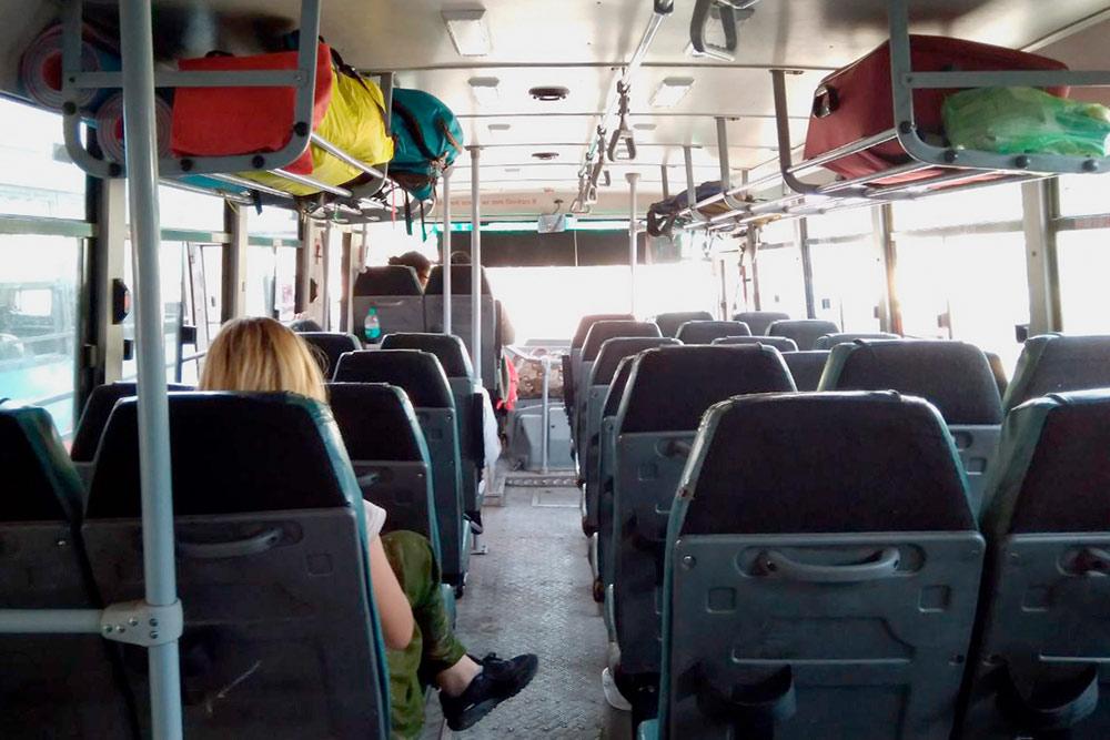 Примерно каждый час автобус делает остановку. Можно купить воды или сходить в туалет