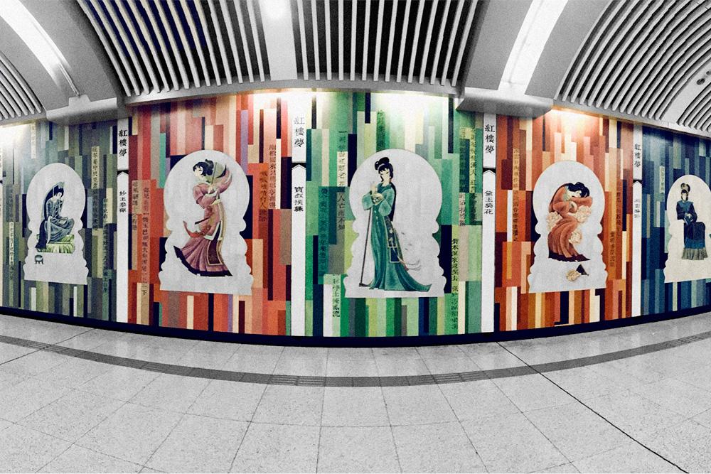 В метро есть красивые переходы, хотя большинство станций выглядит одинаково