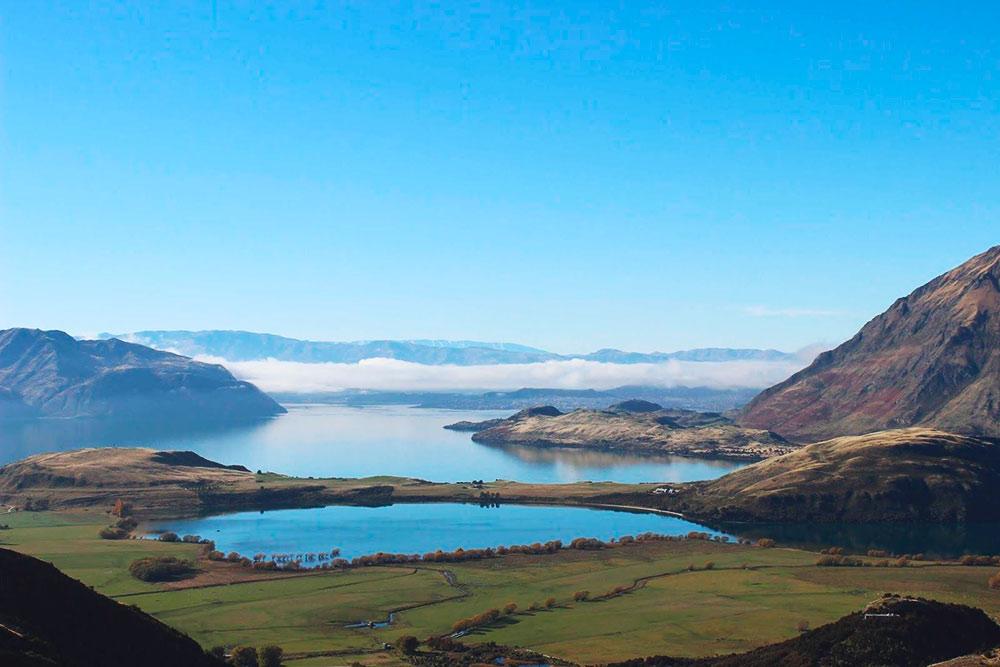 Туман, стелющийся над озером Ванака
