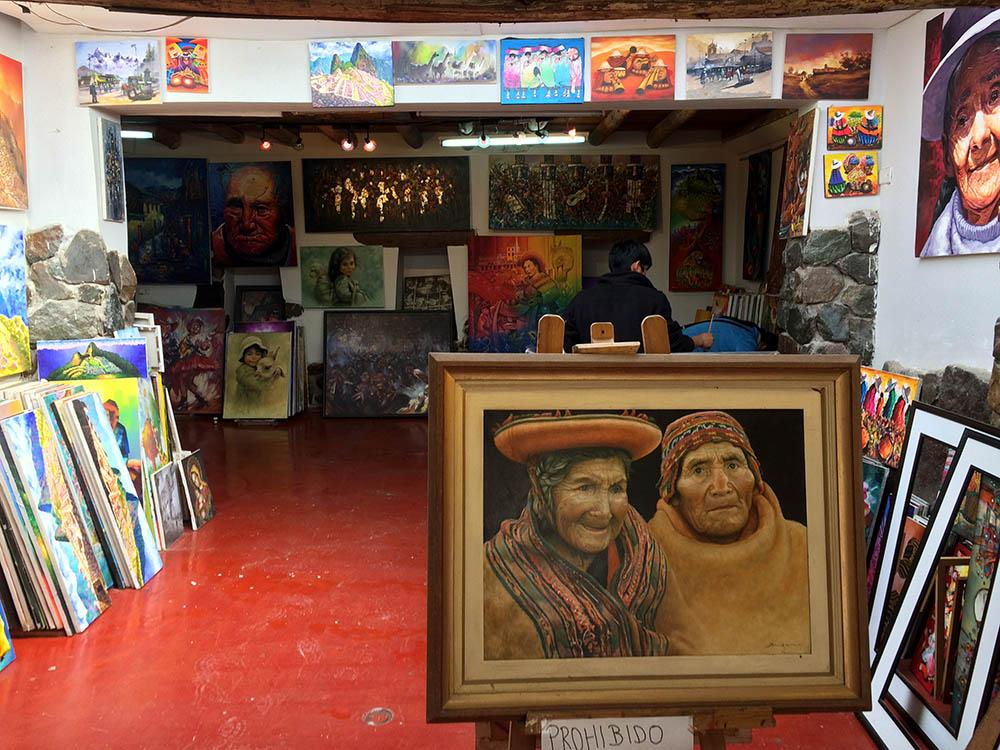 Перуанцы любят рисовать сцены повседневной жизни: сбор урожая, портреты индейцев втрадиционных костюмах, животных и местные пейзажи. Небольшие картины стоят от 10$ (660рублей)