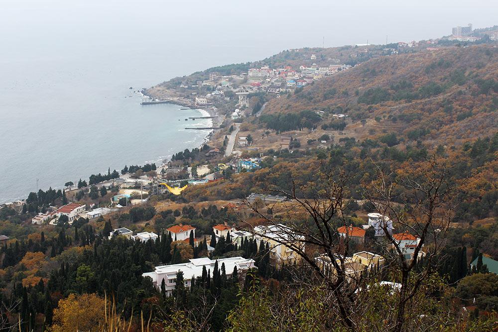 Поселок Санаторное расположен в 40 километрах от Севастополя. Здесь находятся лечебные пансионаты для&nbsp;детей и взрослых. Стоимость суточного проживания — от 2500<span class=ruble>Р</span> за человека