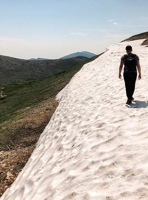 Снег на полуострове Святой Нос лежит даже летом