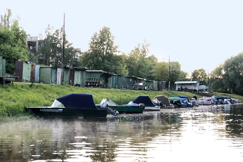В черте Новгорода расположены четыре лодочные станции, а за городом есть еще яхт-клуб и речной порт
