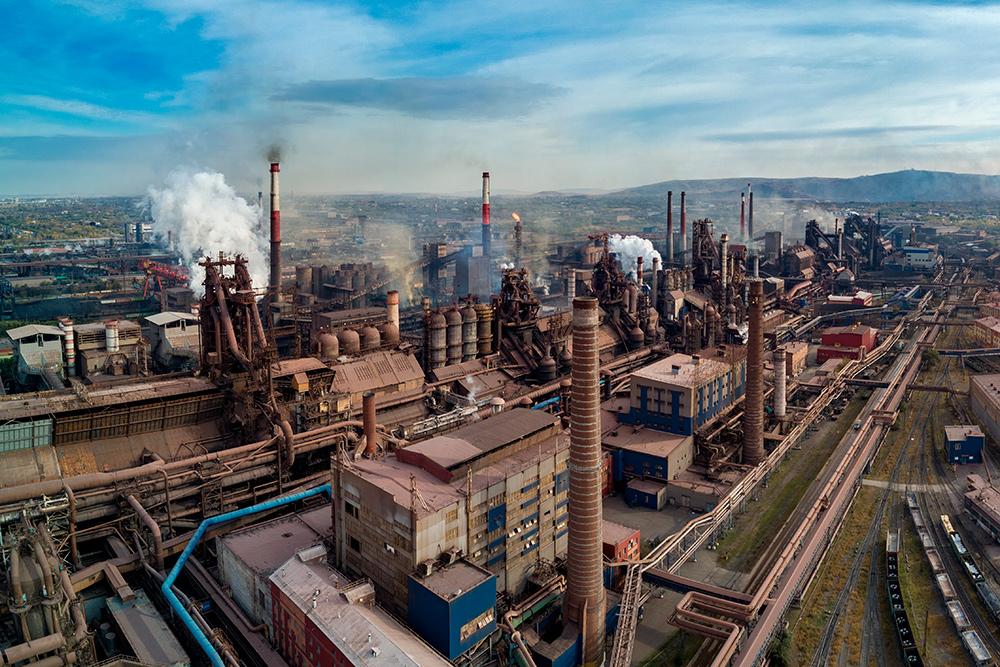 Большие заводы строились во времена СССР и эвакуировались в военные годы из центральных регионов. Как знать, возможно, очистное оборудование не обновлялось с тех же времен. Фото: Shutterstock