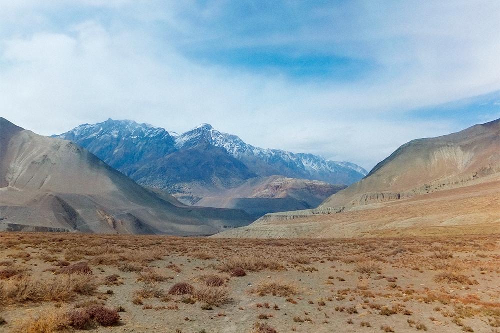 Пустынные пейзажи после перевала Торунг-Ла
