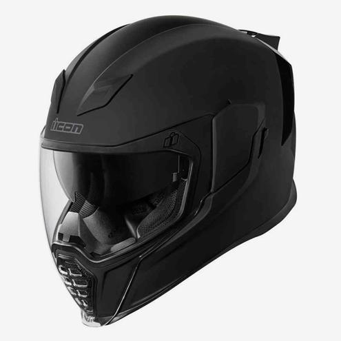 У меня шлем Icon Airflite. Это шлем-интеграл, он закрывает всю голову. Сейчас его можно купить за 15 500 рублей. В нем есть встроенный солнцезащитный визор, на фотографии он как раз выдвинут