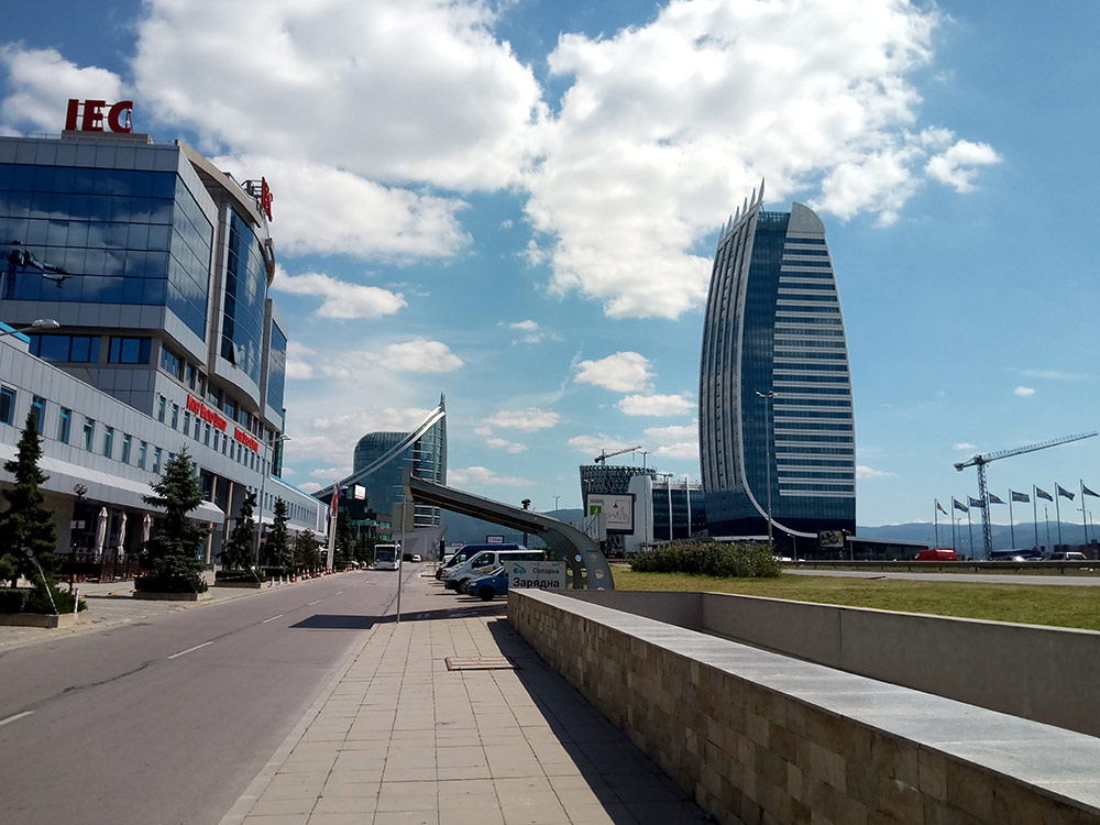 Новые офисные здания на окраине Софии