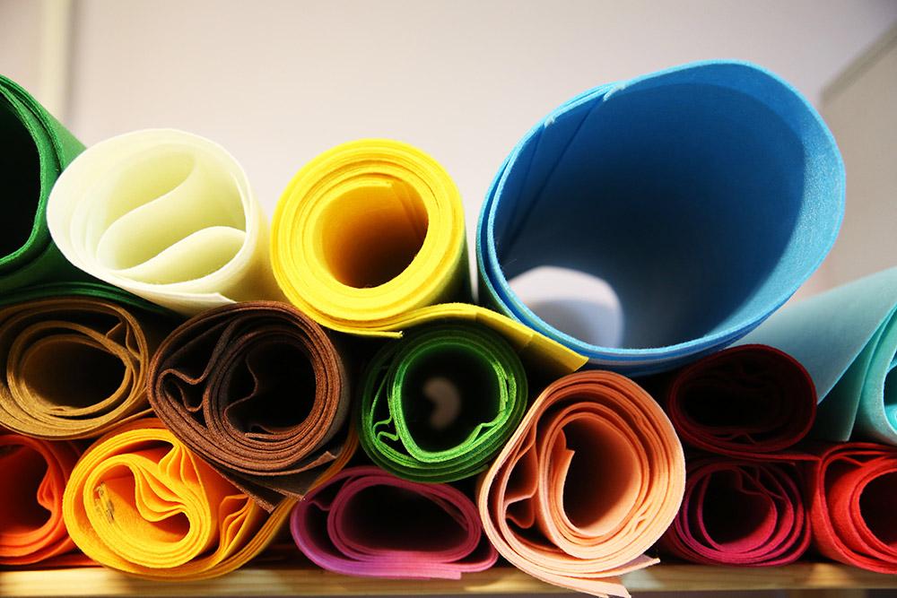 Фетр Женя закупает в разных цветах раз в полгода