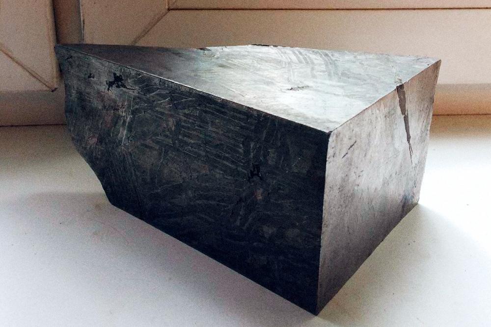 У Сеймчана интересная структура для ювелирных украшений: железо и никель образуют поверхность, чем-то похожую на компьютерную плату