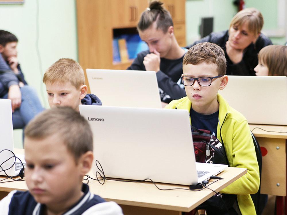 Ученики сдают экзамен по «Юнити» в городе Фрязино