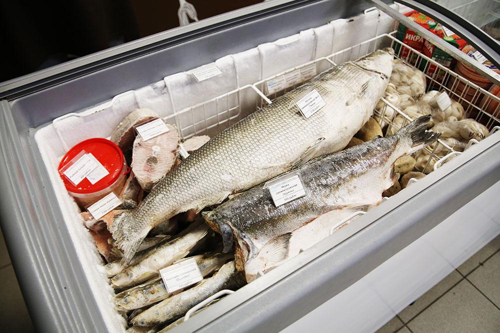 Самая крупная рыба в магазине — нельма. Она весит до двадцати килограммов и идет на стейки, но любители могут купить ее и целиком