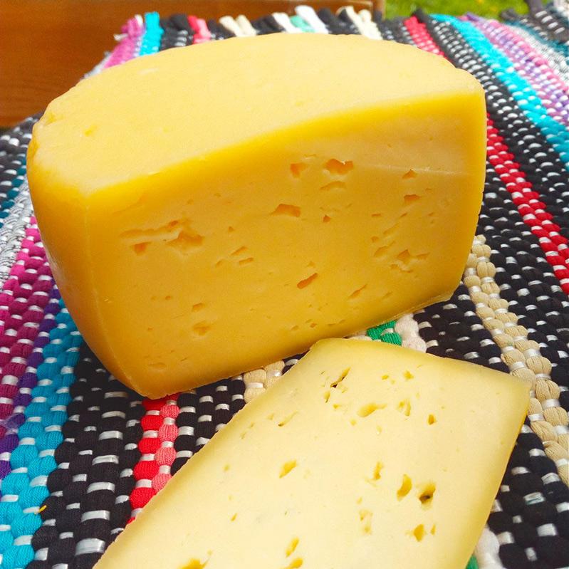 В переводе с итальянского качотта — это «сырок». В Италии его готовят почти на каждой ферме из молока овец и коров