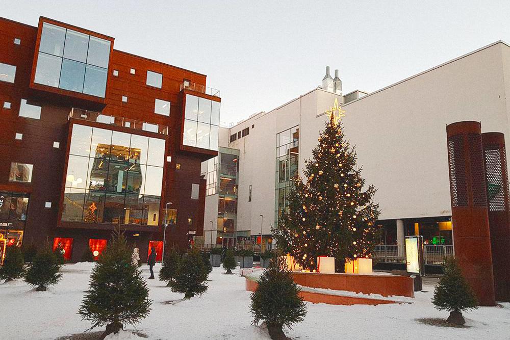 Новогодняя атмосфера в центральном квартале Ротерманни