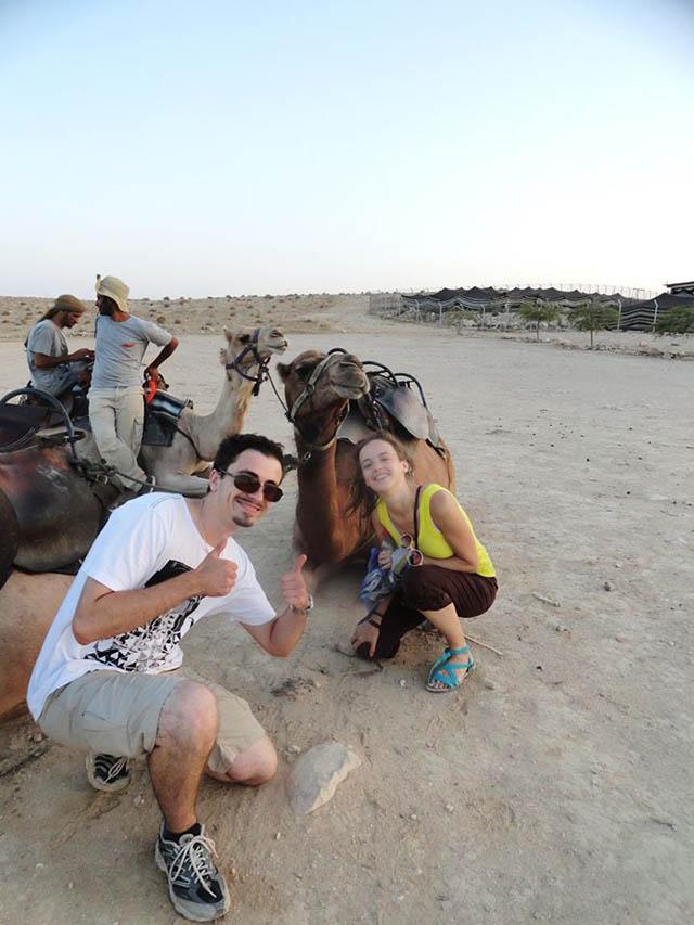 Вечером одного из дней мы приехали в пустыню к бедуинам. Они рассказывали о своей жизни и катали на верблюдах. Ночевали тут же, в пустыне — в огромном шатре
