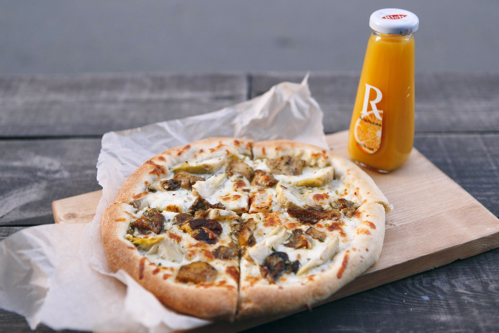 Пицца с артишоками и белыми грибами