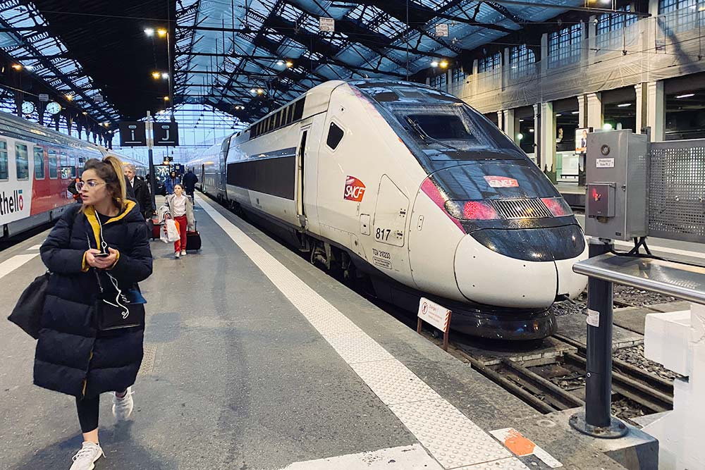 Скоростной поезд TGV на одном из вокзалов Парижа