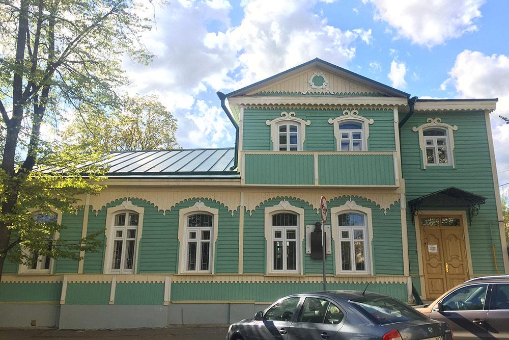 Единственный в России музей Лескова. В нем хранятся личные вещи писателя, фотографии, мебель, книги, первые публикации