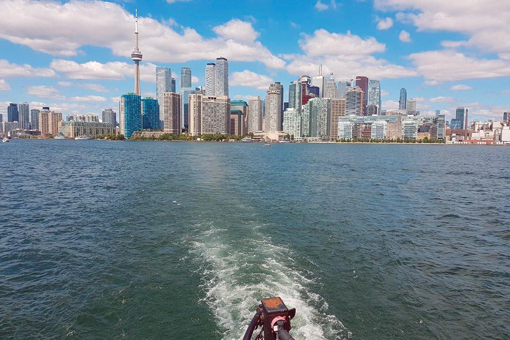 Самый красивый вид на центр Торонто открывается с парома