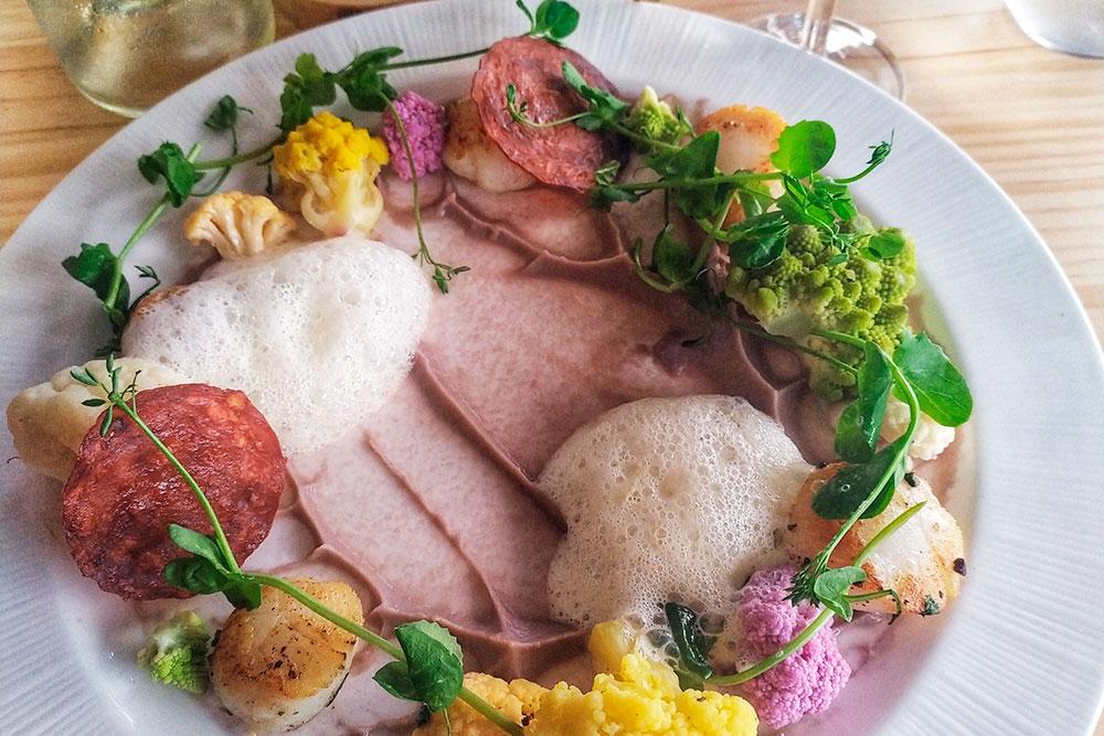 Блюда сервируют очень красиво и изящно