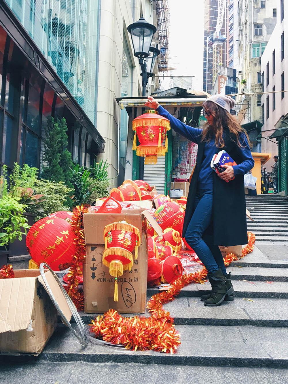 К китайскому Новому году весь Гонконг украшен красными фонариками