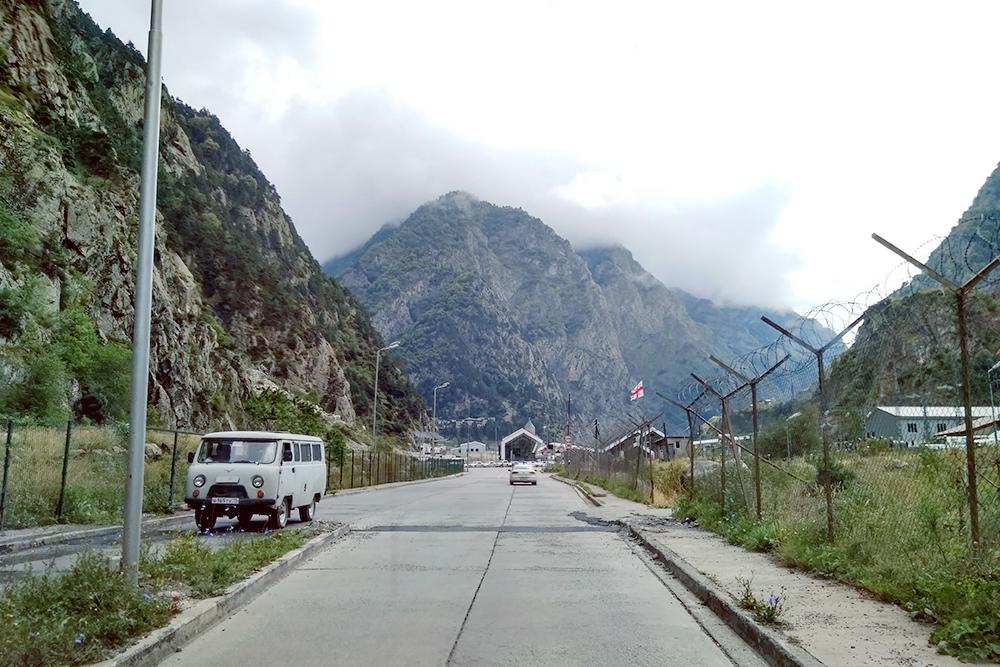 После российской границы до грузинской нужно проехать сквозь горы