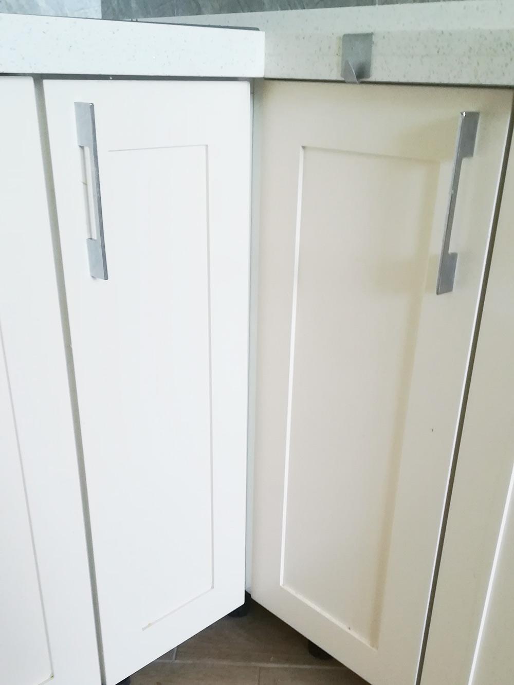 Между этими дверцами я сделал отступ 5 см, чтобы приоткрывании они не ударялись друг о друга