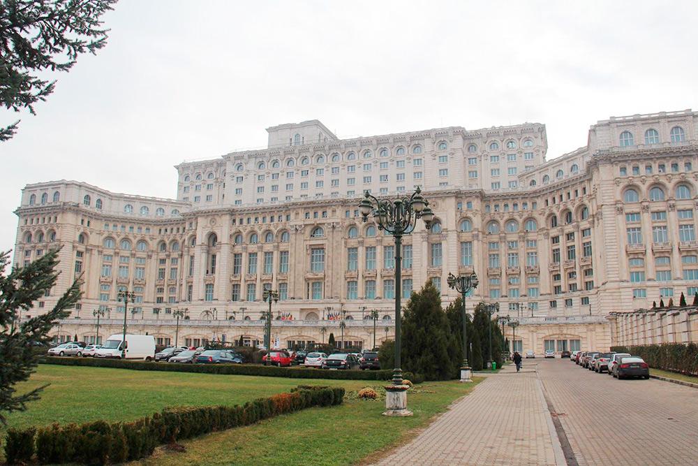 Дворец парламента гигантский: за час мы не осмотрели и трех процентов всех помещений