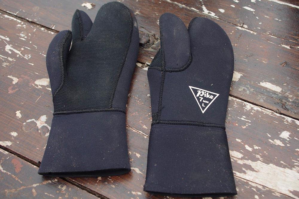 Перчатки 7 мм с тремя пальцами длявесны и осени, стоят 2000 р.