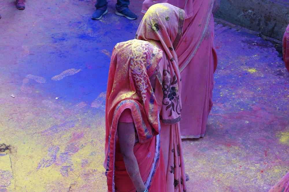 Индийцы очень любят делать селфи с белыми, особенно на мартовском фестивале Холи. Фото: Anurag Agnihotri/Flickr