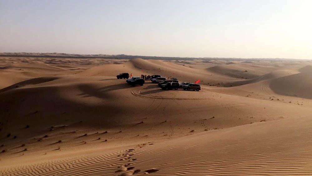 Такими группами ездят на сафари и в кемпинг в пустыню