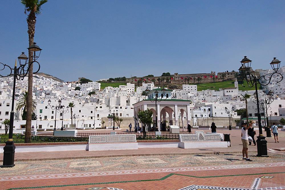 Вид на старый город в Тетуане. Это единственное место в Марокко, где нам приходилось нагибаться, чтобы пройти по улице. Иногда проходы между домами всего 1,5 метра в высоту