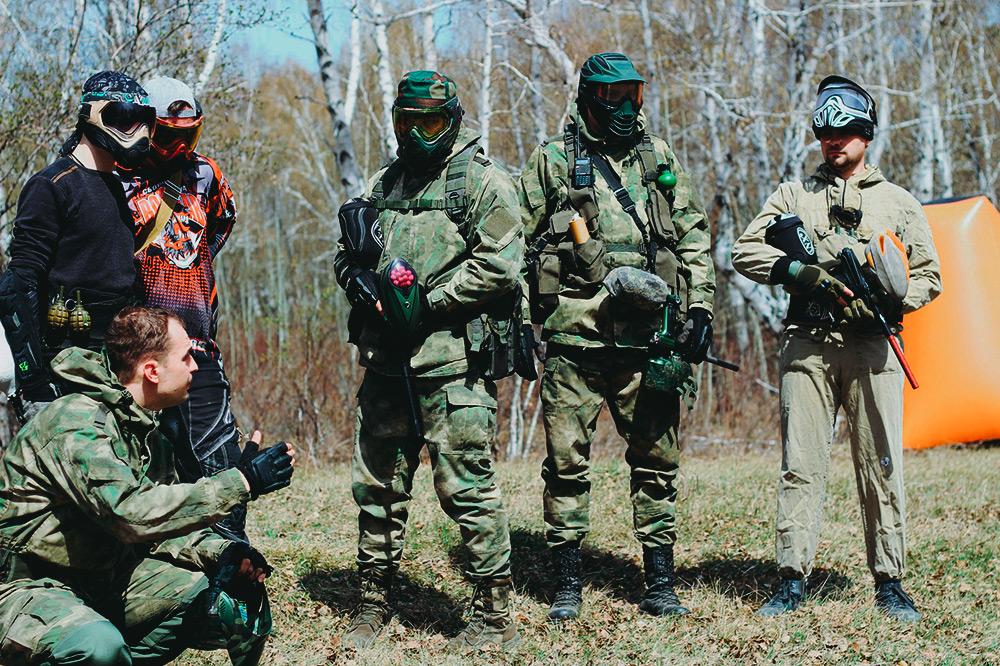 Инструктаж и обсуждение тактики перед началом игры. Я — крайний справа. Фото: Дарья Терехова