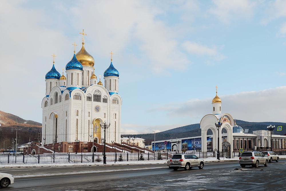 Кафедральный собор Рождества Христова высотой 77 метров