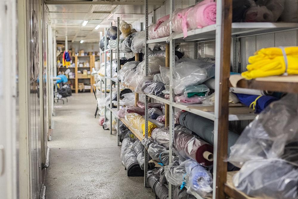 Склад: здесь хранятся остатки ткани и рабочий запас