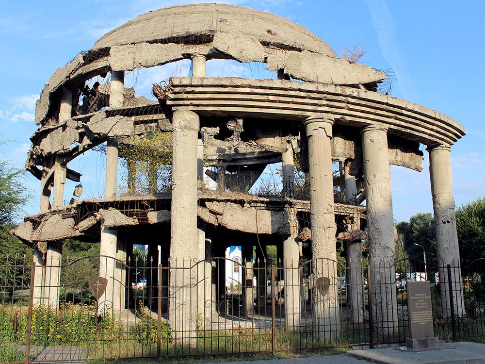 Ротонда — руины одного из зданий Воронежской областной клинической больницы, разрушенного во время боев. После войны его решили не восстанавливать и оставили как память. Со временем мемориал стал разрушаться, например в 2008 году окончательно рухнул купол