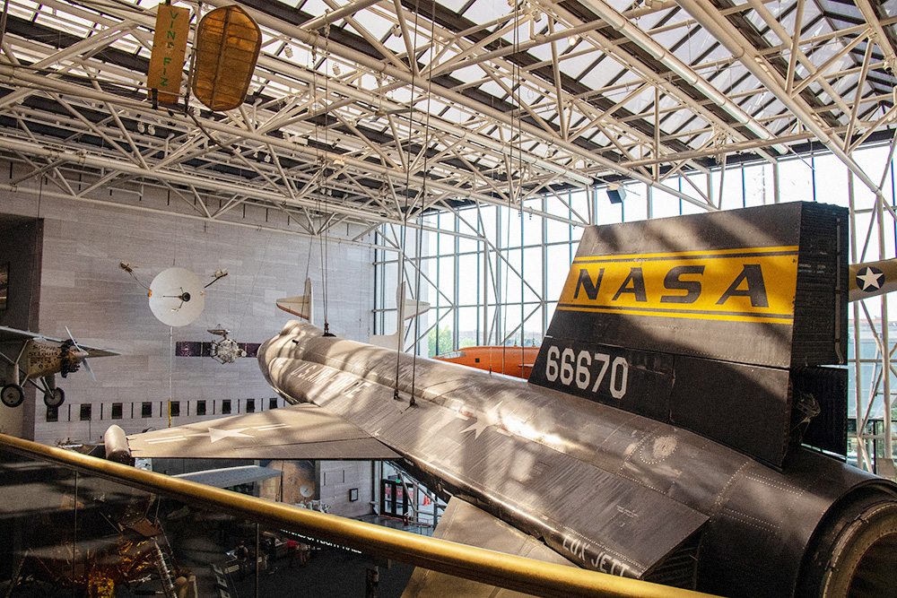 Еще в музее расположен региональный планетарный центр НАСА, куда пускают только исследователей по предварительной записи