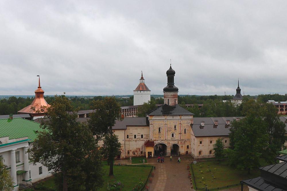 Вид с колокольни Кирилло-Белозерского монастыря