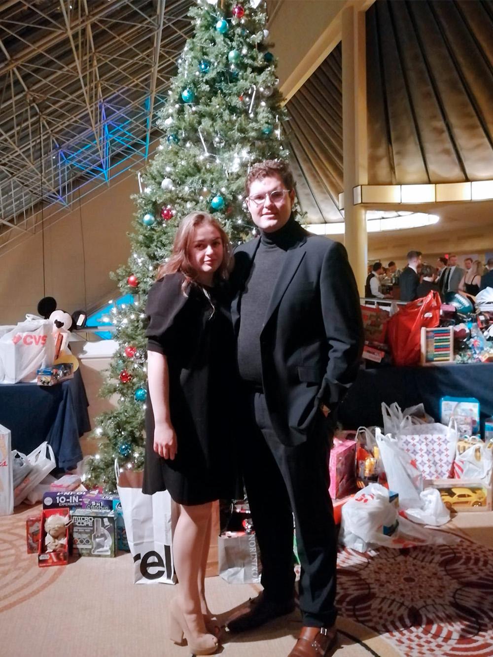Рождество — пожалуй, главный праздник в США. Сейчас он больше напоминает бесконечный обмен подарками, чем религиозное событие