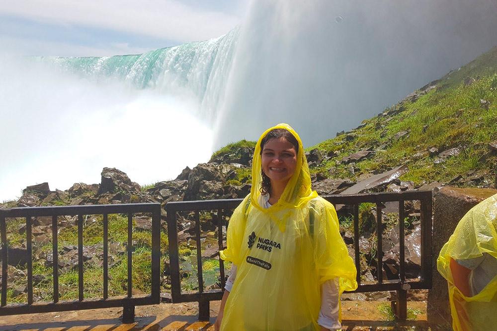 За 20$ (960<span class=ruble>Р</span>) можно подойти к водопаду поближе