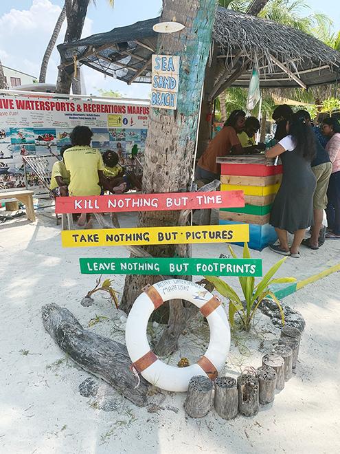 Так выглядит лавка с туристическими услугами на локальном острове