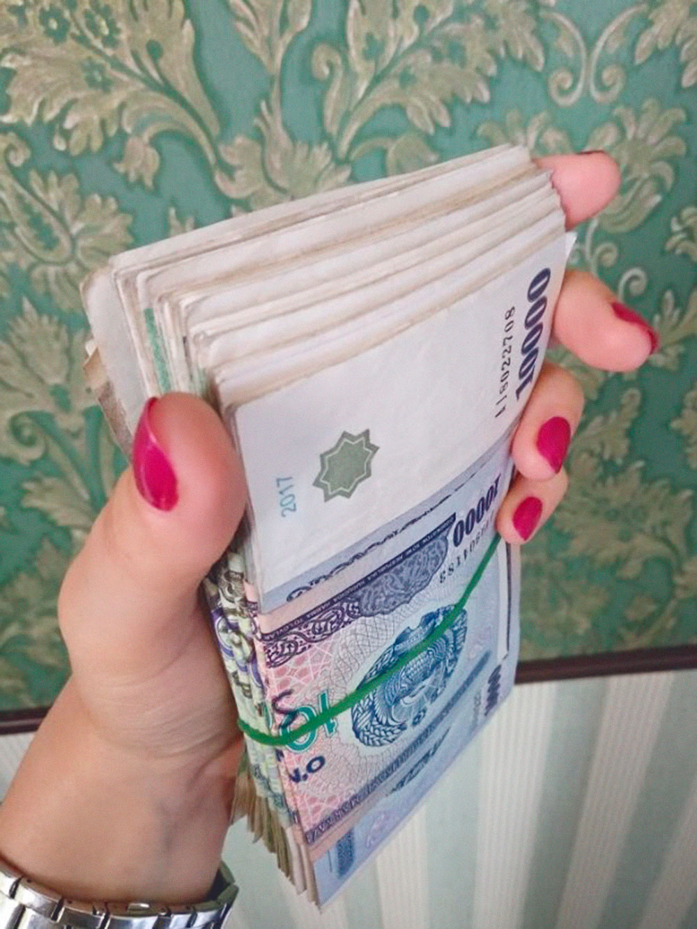 Обменяли 100долларов на узбекские сумы и почувствовали себя богачами