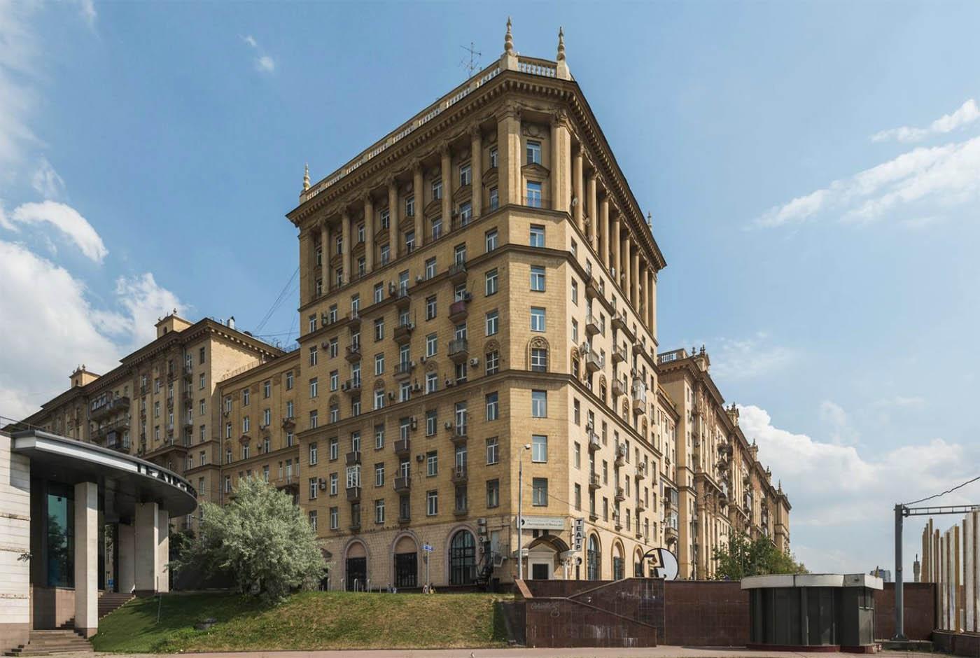 Я сдаю квартиру в этом доме на Кутузовском проспекте