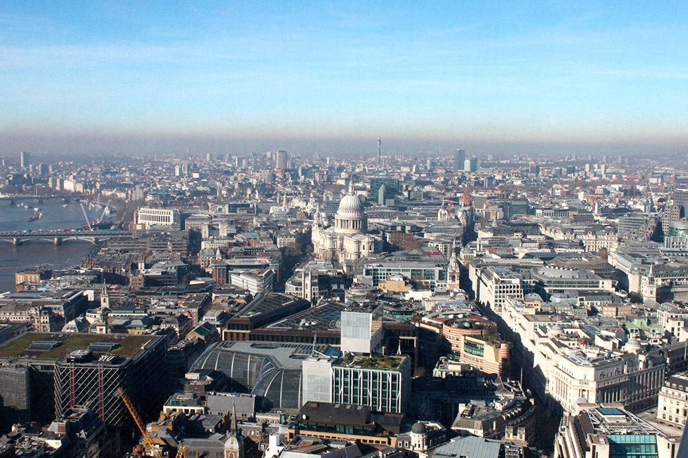 С небоскреба Sky Garden лучше любоваться Лондоном в хорошую погоду. Покупать что-то в баре необязательно, к тому же цены там высокие
