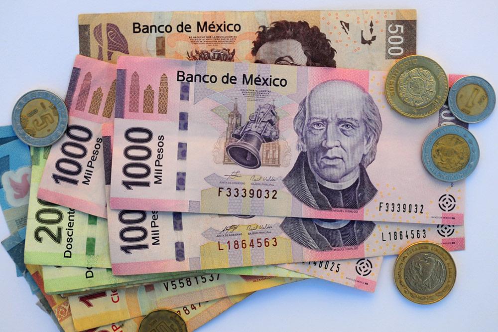 В Мексике в основном в ходу банкноты, монетами можно расплатиться в общественном транспорте или кинуть в шляпу музыкантам