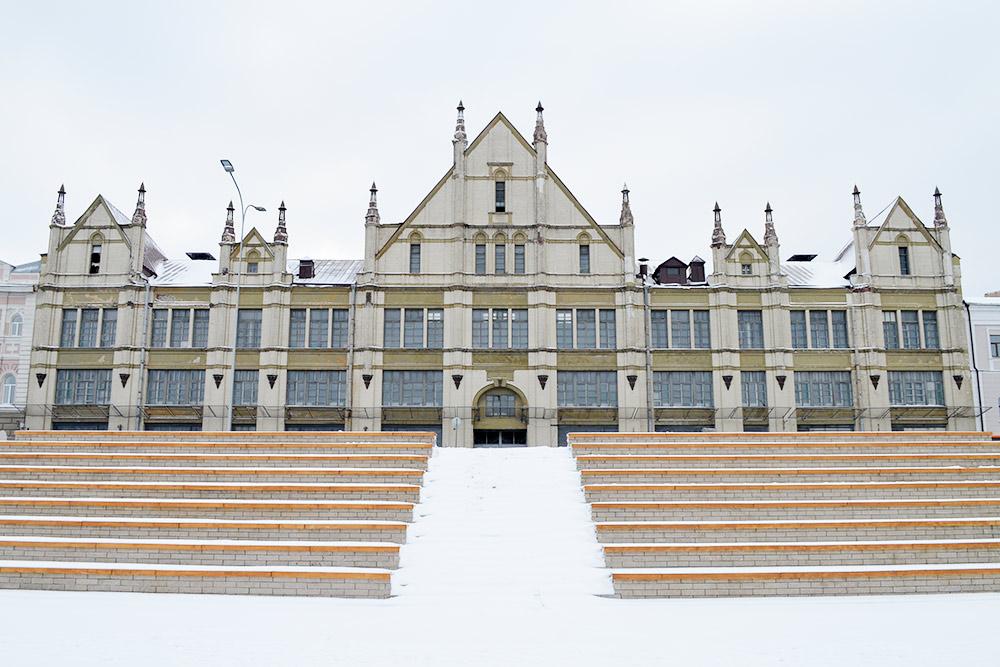 Торговый дом купцов Рукавишниковых в стиле средневековой готики. В архитектурном ансамбле Нижнего это самое необычное здание