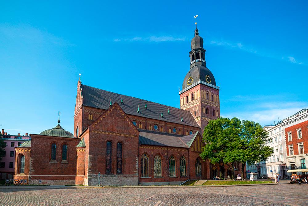 С башни Святого Петра открывается вид наДомский собор. Там каждый день можно послушать органную музыку