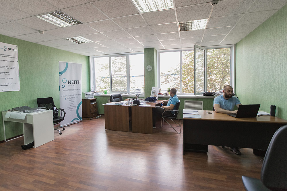Офис: у каждого партнера свой стол
