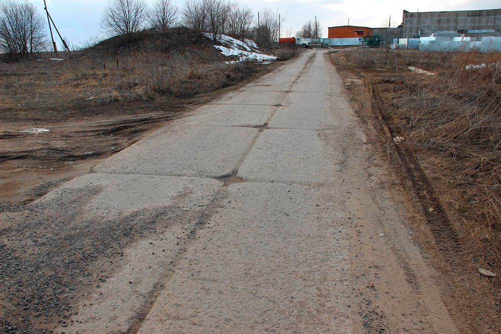 Классическая бетонка — нет луж, но из-за стыков не разгонишься